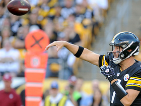 Roethlisberger keeps the drive alive, completes big third-down pass