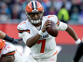 DeShone Kizer steps out of a tackle to get the first down