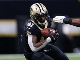 Alvin Kamara pulls in tough 34-yard catch in tight coverage