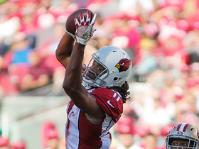 Between two defenders, Fitzgerald makes dramatic leaping catch