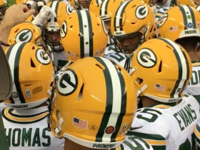 Packers get pumped up before game vs. Bears