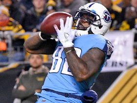 Delanie Walker drops would-be TD catch on pinpoint throw