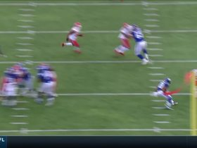 Justin Houston greets Giants' end-around attempt with big tackle