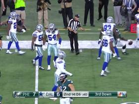 Jaylon Smith prevents Clement from breaking big run