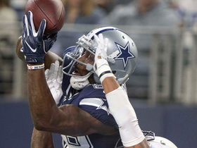 Dez Bryant pulls down 18-yard catch under pressure down the sideline