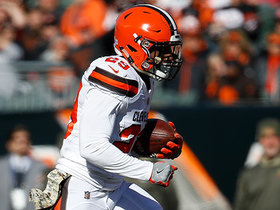 Duke Johnson evades Nick Vigil, dashes for 20-yard gain