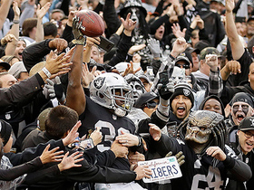Carr finds Richard for second TD pass of day