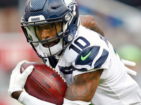 Paul Richardson toe-taps for 21-yard catch