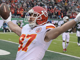 Kelce reels in 36-yard TD on perfect rainbow from Smith