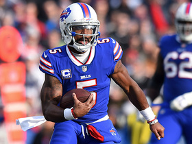 Tyrod Taylor escapes trouble, scrambles down sideline