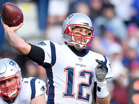 Tom Brady avoids blitz, hits Gronkowski on third down