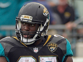 Fournette gets shaken up on play, limps off field