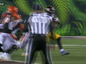 Bell comes to a complete stop before charging through Bengals