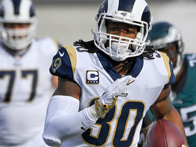 Todd Gurley stiff arms Rodney McLeod on 17-yard gain