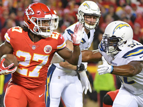 Kareem Hunt bounces off defenders, charges into the red zone