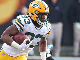 Aaron Jones finds hole for a 20-yard run