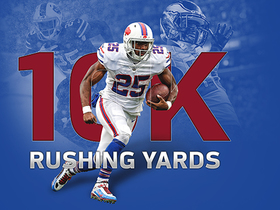 LeSean McCoy jukes Dolphins to get to 10,000 career yards