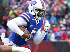 Tyrod Taylor dances, darts and dashes for 17 yards