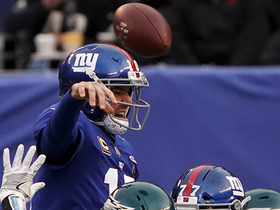 Eli Manning avoids pressure, lofts 25-yard pass to Roger Lewis