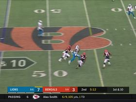Kenny Golladay sprints across the middle catching the 14-yard dart from Stafford