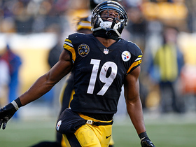 JuJu Smith-Schuster celebrates touchdown with snowball fight