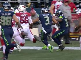 Mike Davis dodges defenders, Russell Wilson helps block on 33-yard run