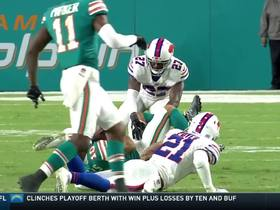 Kenny Stills makes a diving play on the ground for a 16-yard reception