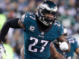 Malcolm Jenkins needs help in guarding Rob Gronkowski during Super Bowl LII