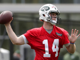 Sam Darnold or Josh McCown: Which QB should start for Jets in Week 1?
