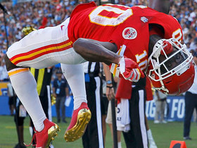Tyreek weaves into end zone for third TD, back flips to celebrate