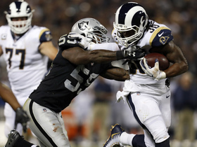 Gurley stiff arms 335-pound D-lineman to turf on 15-yard run