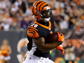 Joe Mixon escapes chaos, cuts back for 21-yard gain