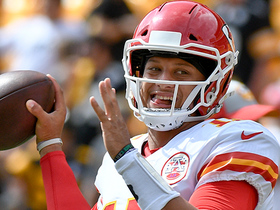 Mahomes lofts perfect pass to Conley for 15-yard TD