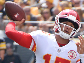 Mahomes shows touch on 40-yard pass to Watkins