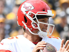 Mahomes initiates second half with 36-yard pass to Tyreek Hill