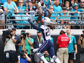 Donte Moncrief catches TD pass over Stephon Gilmore