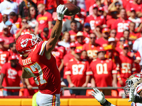 Kelce reaches WAY BACK for one-handed catch