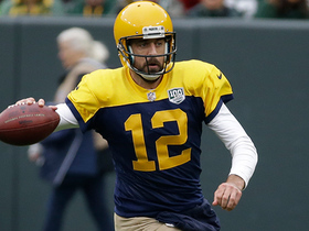 Rodgers shows mobility on first-down run