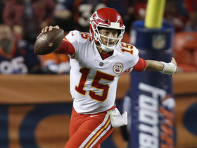 Mahomes finds Kelce on scramble for 29-yard pass to 3-yard line