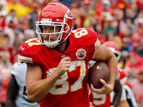 Kelce's huge juke frees himself up on 40-yard catch and run