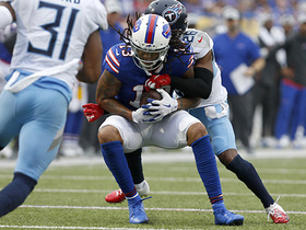 Kelvin Benjamin makes first-down shoestring catch