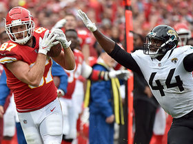Mahomes pinpoints Kelce in stride for 30-yard gain