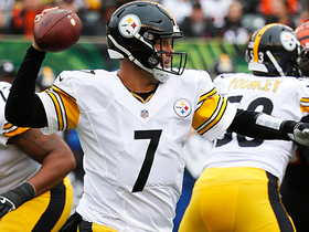 Big Ben tosses quick pass to JuJu for successful two-point conversion