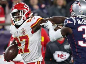 Kareem Hunt stiff arms his way past Pats for 22 yards