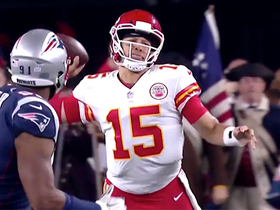 Mahomes throws 27-yard dart to Tyreek while rolling left