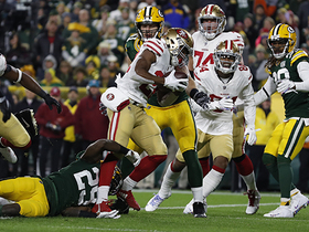 Matt Breida skates through Packers D-line for TD
