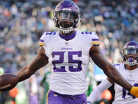 Latavius Murray dashes past defenders on 38-yard TD