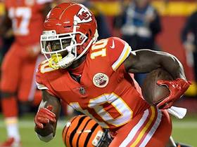 Tyreek Hill takes off for 28 yards on Chiefs' first play