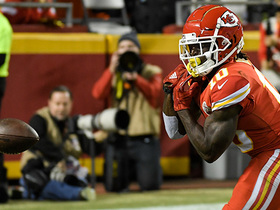 Chiefs fans comfort Tyreek Hill after dropped TD pass