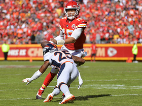Mahomes takes hit from Shaq Barrett, still delivers dime to Kelce